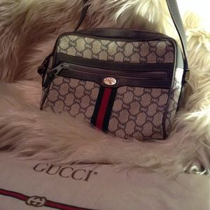 7e7f020b99871 Women Vintage Gucci Plus Bag on Poshmark